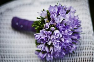 キレイな紫色の花束